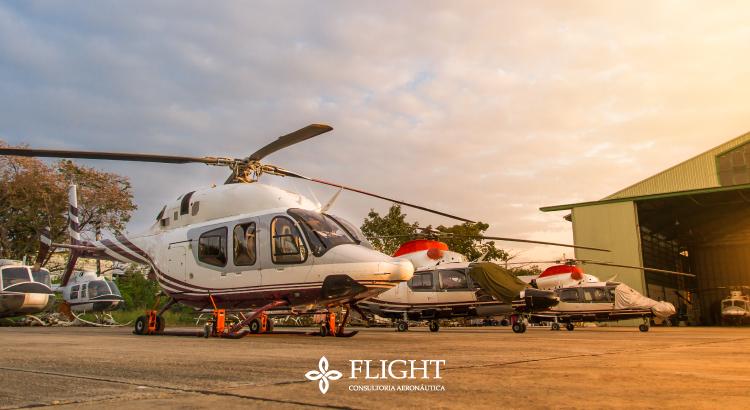 Ao manobrar a aeronave no solo, é preciso tomar muito cuidado com os helicópteros estacionados ao seu redor.