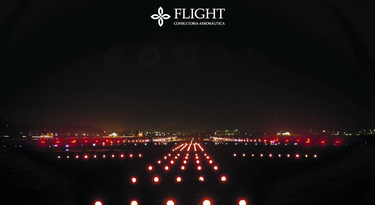 Luzes vermelhas indicando o fim da pista de pouso em um aeroporto.