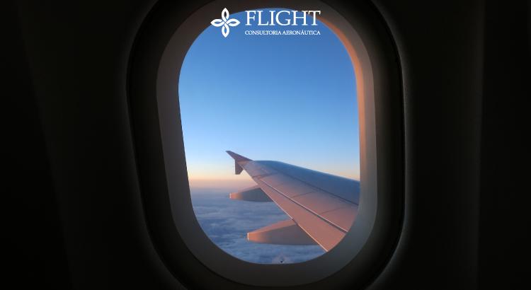 Todos os detalhes de uma aeronave são calculados para que haja mais segurança durante o voo, inclusive o formato e materiais das janelas.