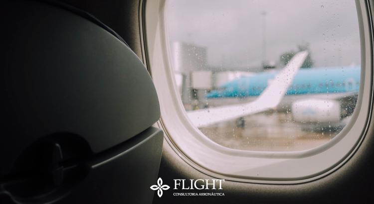 As janelas dos aviões são arredondadas para minimizar as chances de trincas. Veja a seguir como isso é possível!