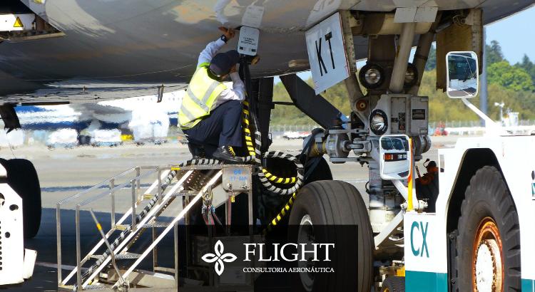 É necessário calcular uma série de fatores para determinar a quantidade de combustível necessária para que a aeronave consiga realizar uma viagem de maneira segura.